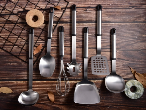 Stainless Steel Kitchen Utensil Set With Elliptical Handle